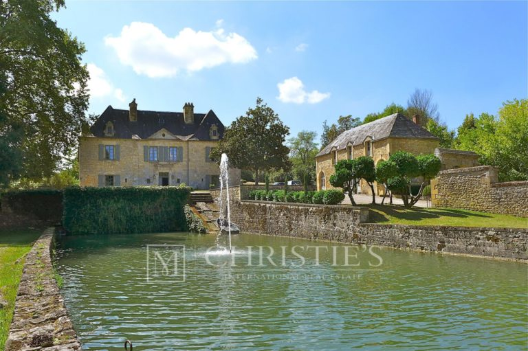 Luxury property for sale near Sarlat Maxwell-Baynes Real Estate